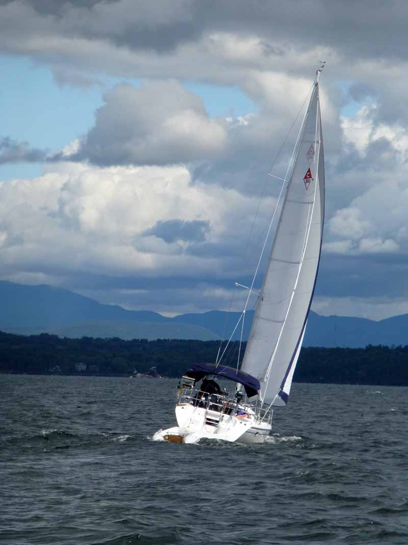 Da Capo sailing on Lake Champlain